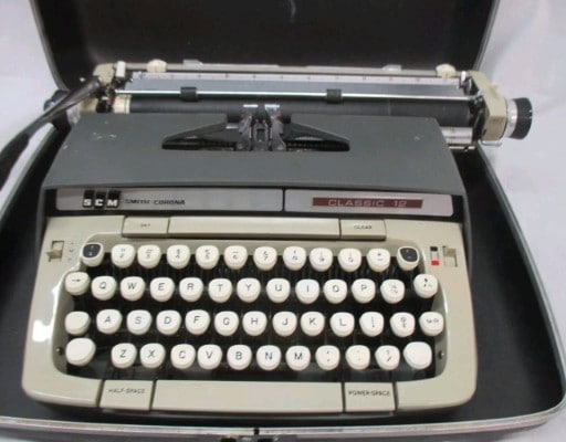 Smith Corona - Classic 12 Typewriter